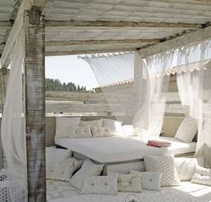 Lovely outdoor lounge| White lounge | Outside living