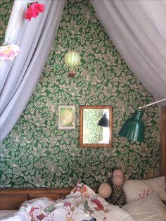 Love this green wallpaper Kids Room Wallpaper, Green Wallpaper, Baby Bedroom, Girls Bedroom, Dream Home Design, House Design, Creative Kids Rooms, Cool Kids Bedrooms, Scandinavian Nursery