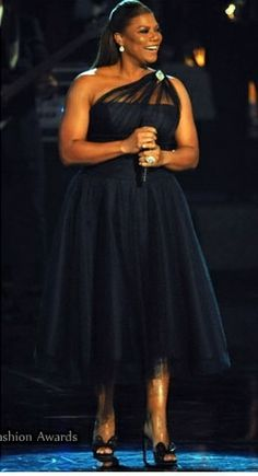 Queen Latifah - this length dress looks great on her. Never met theQueen probably never will still believe whoever her life partner is orwill be is a very lucky person . . . - More Details → http://sherryfashiondesignblog.blogspot.com/2012/09/queen-latifah-this-length-dress-looks.html.