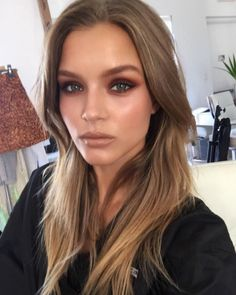 I love this bronzed makeup look