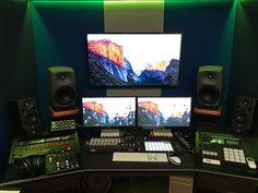 Control Room Custom per produzione di musica Elettronica. Pc Computer, Monitor, Room, Interior, Studio, Bedroom, Indoor, Rooms, Interiors