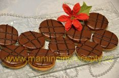 Medová kolečka s ořechy Gingerbread Cookies, Christmas Cookies, Muffin, Cooking, Breakfast, Desserts, Food, Gingerbread Cupcakes, Xmas Cookies
