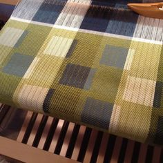 Ravelry: Aknita's Turned Twill Tea Towels - Hobbie of the month - Weaving - Weberei Weaving Textiles, Tapestry Weaving, Loom Weaving, Hand Weaving, Weaving Designs, Weaving Projects, Weaving Patterns, Knitting Charts, Knitting Patterns
