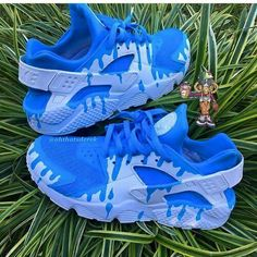 Custom Huarache ♕Pinterest: Follow Nyah♕ FOLLOW TO SEE MORE! (Make using sorority colors)