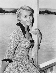 A still of Carol in the movie that I first saw her in. The Last Sunset with Kirk Douglas and Rock Hudson. Classic Actresses, Actors & Actresses, Dolores Hart, Carol Lynley, Stella Stevens, Kirk Douglas, Famous Women, Famous People, Vintage Beauty