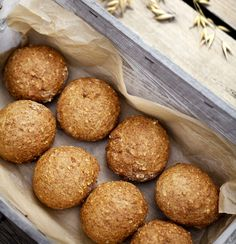 Denne opskrift giver lækre, glutenfri boller, der er luftige, fiberrige og velsmagende. Få opskriften på hvordan du bager glutenfri boller