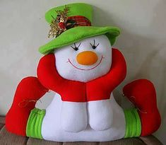Pattern for a felt snowman Christmas Crafts To Make, Christmas Sewing, Felt Christmas, Christmas Colors, Christmas Holidays, Christmas Decorations, Christmas Ornaments, Holiday Decor, Felt Snowman