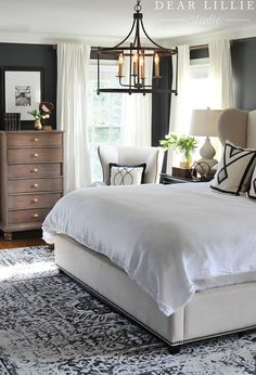 41 Pretty Small Master Bedroom Ideas is part of Master bedroom interior design - The Bed In a small master bedroom, it is key to keep it's use concise If you can, minimize the […] Master Bedroom Interior, Small Master Bedroom, Home Interior, Home Decor Bedroom, Modern Bedroom, Bedroom Ideas, Contemporary Bedroom, Bedroom Furniture, Master Suite