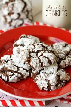 Soft and delicious Chocolate Crinkles Cookies { lilluna.com }