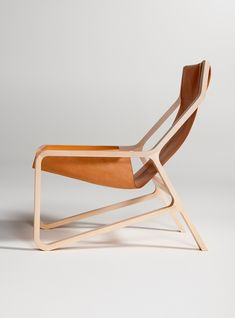 Modern leather sling chair, creative use of the chair's geometric framework
