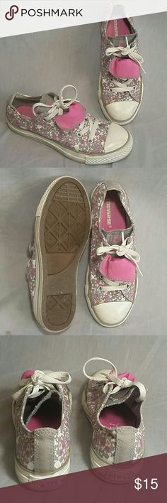 Girl's All Star Converse shoes 3Y Canvas lace ups Item has a sign of being used but still in a good condition. ( Please check my bundle discount thanks for visiting). Converse Shoes Sneakers