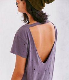 49 ideas for how to cut a tshirt diy summer Shirt Refashion, T Shirt Diy, Diy Tshirt Ideas, How To Cut Tshirt, Diy Cutout Shirt, Cut Up Tshirt Ideas, Diy Fashion Tshirt, T Shirt Hacks, Shirt Men