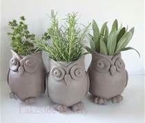 Can't find artist. Ceramics. Such a cute idea! The owls are adorable and really well constructed! would love to try this.