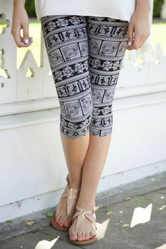 Hieroglyphic Capri Leggings | White Plum