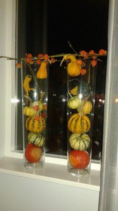 2 hoge glazen vazen van de action met pompoenen & kalebassen & lampionnetjes. Erg leuk voor in de herfst.