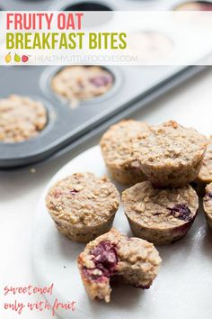 Sweetened only with fruit these oat breakfast bites are the perfect start for to the day. Make ahead and freeze for a quick breakfast or snack. Also great for the lunchbox. #healthybreakfast #babyledweaning #lunchboxideas #norefinedsugar