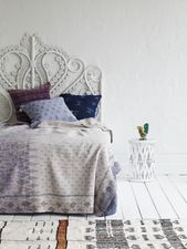 Queen Peacock Bed Head White