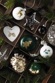 Decorate your own christmas baubles www.pandurohobby.com Christmas Decor by Panduro #christmas #decoration #DIY #ornaments #jul #julkula #julkulor #julpynt #julgranshängen