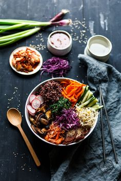 Life Bibimbap-Bowl Great lunch bowl with seitan, spinach, shiitake mushrooms and lot's of nice stuff. Eat more buddha bowls!Great lunch bowl with seitan, spinach, shiitake mushrooms and lot's of nice stuff. Eat more buddha bowls! Fast Healthy Meals, Healthy Snacks, Healthy Eating, Healthy Recipes, Seitan, Bibimbap Bowl, Vegan Bibimbap, Health Bowls, Superfood
