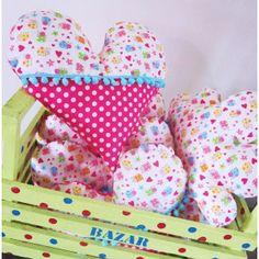 """Coussin """"Coeur"""" à pompons Créamalice, tissu 100% coton motifs coccinelles et pois, pompons,  bourrage polyester, non-déhoussable. Dim. 36x34cm environ."""