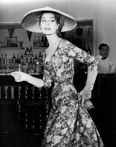 19-12-11  Stella is wearing printed silk dress by Jacques Fath, photo by Willy Maywald, 1955