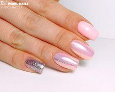 PearLac Classic 414 gél lakkal, Glamorous 806 színes zselével és aurora porral készült körmök Jánosi Anettától.  Nails made with PearLac Classic 414 gel polish, Glamorous 806 color gel and aurora powder made by Anetta Jánosi. #pearlnails #nails #pinknails #pink #glamorous #auroranails #nailstagram #gelpolish #nailswag #nailart Us Nails, Pink Nails, Aurora Nails, Bella Nails, Pearl Nails, Nail Art Galleries, Nail Arts, You Nailed It, Manicure