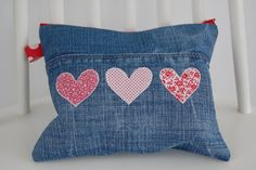 This Pin was discovered by Dor Jean Crafts, Denim Crafts, Sewing Crafts, Sewing Projects, Denim Ideas, Recycle Jeans, Sewing Pillows, Old Jeans, Recycled Denim