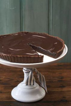 A decadent tart and mega chocolate hit that will win you instant fans. Chocolate Caramel Slice, Chocolate Ganache Tart, Chocolate Pastry, Cooking Chocolate, Chocolate Filling, Chocolate Caramels, Decadent Chocolate, Delicious Chocolate, Vegetarian Chocolate