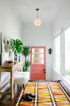 Entryway decor ideas | Bohemian entryway interior design | Pink door with colorful rug and palm trees