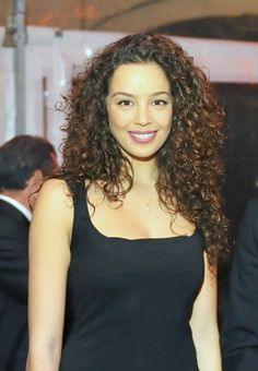 Azra Akin curls