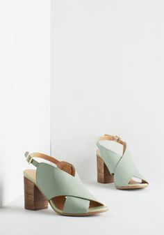 Treasure Hunt Heel. If your fashion fantasies were on a treasure map, you'd search for the X that tops these peep-toe pumps by Seychelles! #mint #modcloth