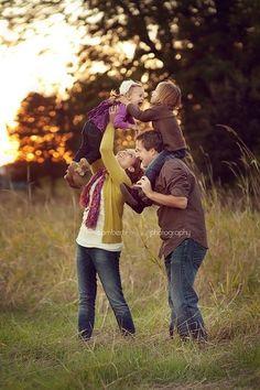 family photo ideas | Cute family picture ideas :) | Pinterest