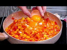 4 oua, 2 cartofi si o ceapa. Dejun usor in stil afganez Cookrate-Romania - YouTube Antipasto, Chana Masala, Food And Drink, Cooking, Breakfast, Ethnic Recipes, Armenia, Youtube, Potatoes
