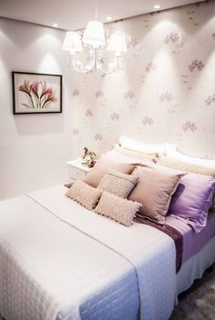 Light-colored bedroom (purple + pink + white) by Gustavo Palma