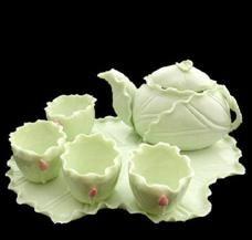 Natural lotus leaf tea set.