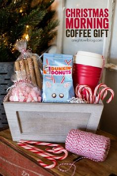 Give the gift of coffee with this adorable Christmas Morning Coffee Gift Basket! Give the gift of coffee with this adorable Christmas Morning Coffee Gift Basket! Best Christmas Gift Baskets, Neighbor Christmas Gifts, Easy Diy Christmas Gifts, Family Christmas Gifts, Christmas Morning, Christmas Fun, Christmas Coffee, Christmas Present Basket Ideas, Christmas Projects