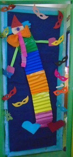 5ο ΝΗΠΙΑΓΩΓΕΙΟ ΚΑΛΑΜΑΤΑΣ-ΚΛΟΥΝ ΓΙΑ ΤΗΝ ΔΙΑΚΟΣΜΗΣΗ ΤΗΣ ΠΟΡΤΑΣ ΜΑΣ-ΑΠΟΚΡΙΕΣ Carnival Crafts, Holidays And Events, Kindergarten Decoration, Activities For Kids, Arts And Crafts, Nursery, Halloween, Outdoor Decor, Home Decor