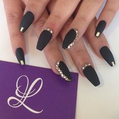 Nails - Nagel Mat Black Nails, Black Nails With Gold, Nail Black, Black Coffin Nails, Black Glitter, Nail Crystal Designs, Unique Nail Designs, Nail Designs With Gems, Coffin Nail Designs