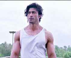 Scene commando2 Source:instagram Bollywood Actors, Bollywood Celebrities, Vidyut Jamwal Body, Bollywood Pictures, Aamir Khan, Super Star, My Hero, Muscles, Actors & Actresses