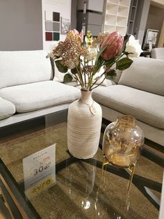 Table decoration. Flowers. Filmed by Mauritz Interior & Design at Skeidar Bodo Norway. Corner Sofa Design, Bodo, Norway, Decorative Pillows, Table Decorations, Living Room, Interior Design, Flowers, Chaise Longue
