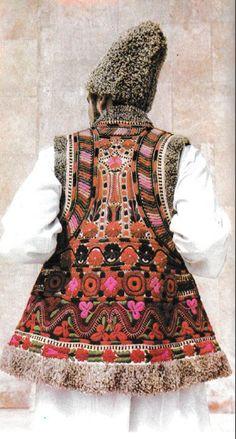 Neamt, Moldavia Folk Clothing, Malang, Folk Costume, College Fashion, Eastern Europe, Mens Fashion, Fashion Vest, Ethnic, High Neck Dress