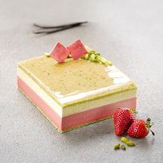 Patisserie Fine, Beaux Desserts, Vanille Bourbon, Luxury Cake, Dessert Aux Fruits, Lollipop Candy, Square Cakes, Candy Cookies, Vegan Ice Cream