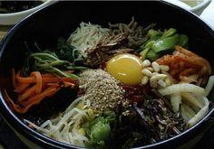 ^^  한국음식.  비빔밥  입니다..