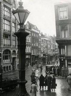 De Kipstraat gezien vanaf het bordes van het oude Stadhuis. Rotterdam, oktober 1932. De huidige Kipstraat ligt er haaks op.