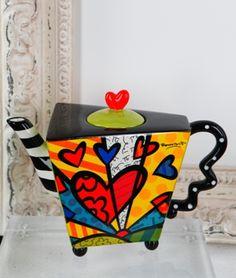 Romero Britto teapot - if I'm nice will Santa bring for me? Pop Art, Graffiti Painting, Teapots And Cups, Ceramic Teapots, Arte Pop, Chocolate Pots, Clay Projects, Tea Set, Tea Time