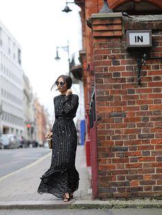 Look festa Lalá Noleto: Vestido preto com estrelas. Muito elegante e trendy, feminino sem deixar de ser super descolado. Uma peça muito desejo!