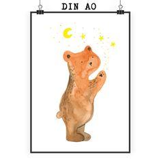 """Poster DIN A0 Verliebter Bär aus Papier 160 Gramm  weiß - Das Original von Mr. & Mrs. Panda.  Jedes wunderschöne Poster aus dem Hause Mr. & Mrs. Panda ist mit Liebe handgezeichnet und entworfen. Wir liefern es sicher und schnell im Format DIN A0 zu dir nach Hause. Das Format ist 841 mm x 1189 mm.    Über unser Motiv Verliebter Bär  Unser Bär aus der """"Berry Times""""-Kollektion ist ganz verliebt.    Verwendete Materialien  Es handelt sich um sehr hochwertiges und edles Papier in der Stärke 160…"""