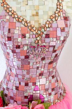 Roze bloem mozaïek Mannequin vrouw jurk vorm door Mosaicsbycarrie
