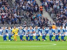 8.Sptg.: Hertha- Kundgebung gegen Trump - Solidarität und Toleranz: Hertha kniet ohne Hymne