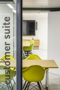 Office for technology company Mendeley located in London. A final cluster of meeting rooms makes up the Customer Suite